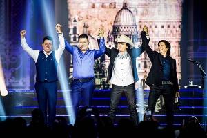 """""""Você me Trocou"""" faz parte do DVD gravado em abril no Espaço das Américas/SP"""