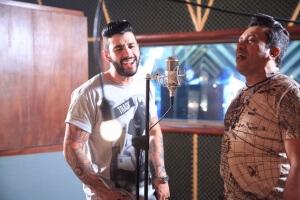 Zé Cantor, vocalista da banda Solteirões do forró, convida o sertanejo para seu novo trabalho