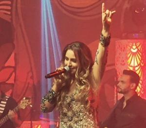 Fernanda Costa - a voz feminina apadrinhada por Bruno e Marrone - lança seu primeiro DVD