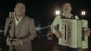 Duele Más –Bruno e Marrone No último dia 17,Bruno e Marrone lançaram em suas redes sociais a músicaDuele Más, a primeira do trabalho totalmente em espanhol da dupla. Com mais de 100 mil visualizações no canal da dupla, acanção Duele ...