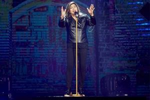 Cantora comemora 30 anos de carreira com DVD repleto de grandes participações especiais!