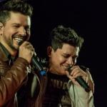 A dupla apresenta um show diferente, repleto de emoções, acompanhado de estrelas da música sertaneja