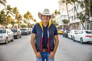 """Seguindo as comemorações de 30 anos de carreira,o""""Cowboy Vagabundo"""", lança sua nova música de trabalho: Zé Cuervo – Juliano Cezar O cantor sertanejo Juliano Cezar, conhecido como """"Cowboy Vagabundo"""" , que está comemorando 30 anos de carreira,promete muitas novidades para ..."""