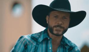 A inédita e romântica canção ganhou um videoclipe gravado em uma fazenda no Paraná.